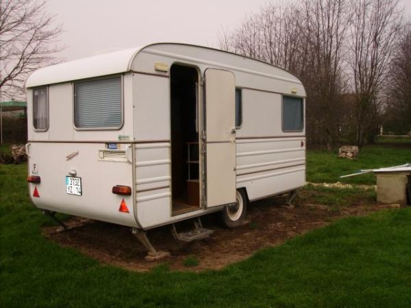une autre avec des tissus diff rents caravane tesserault. Black Bedroom Furniture Sets. Home Design Ideas